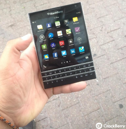 1403963286_blackberry-passport.jpg