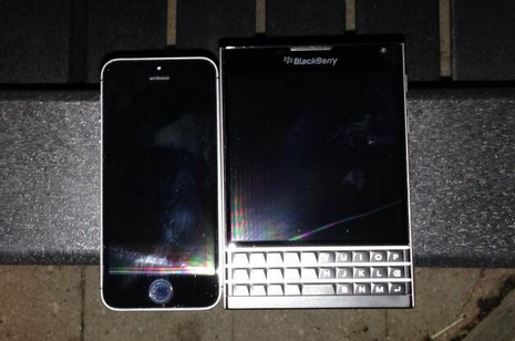 1403988846_more-pictures-and-video-of-the-blackberry-passport-7.jpg