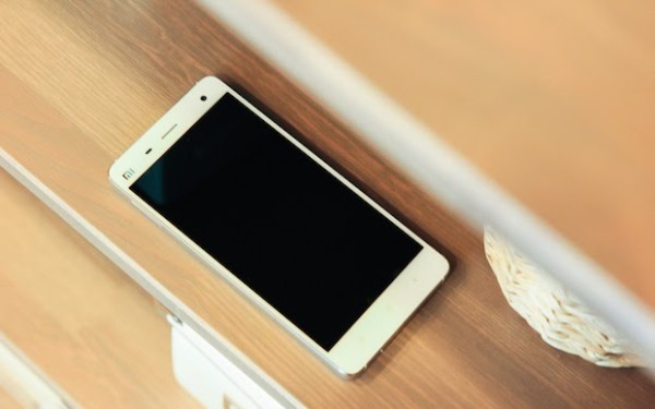 1406032221_xiaomi-mi-4-hands-on-and-official-press-photos-4.jpg