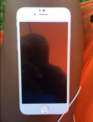 1407308749_pictures-of-the-apple-iphone-6-allegedly-leak-on-twitter.jpg