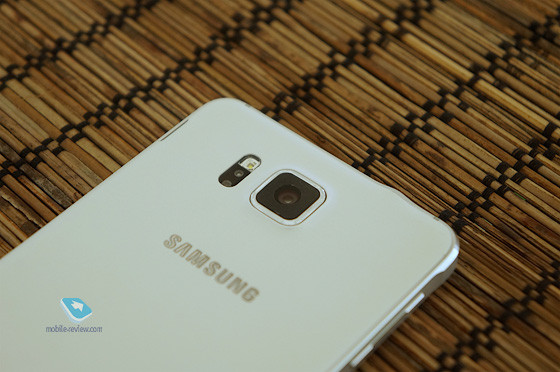 1407932436_samsung-galaxy-alpha-design-pictures-and-press-images-28.jpg