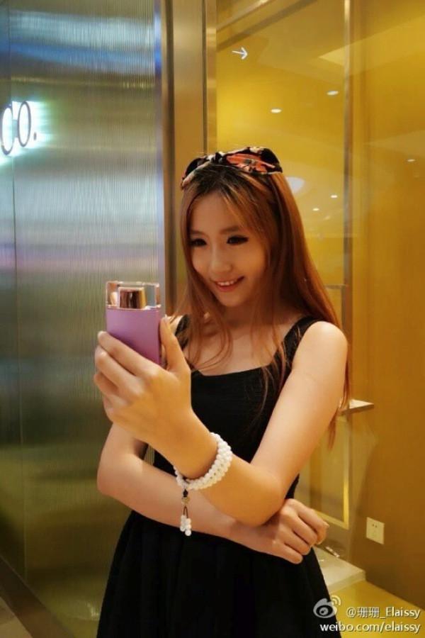 1408535257_sony-selfie-camera-perfume-bottle-2.jpg