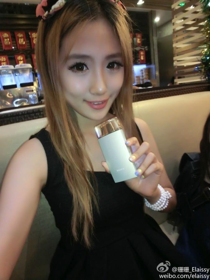 1408535266_sony-selfie-camera-perfume-bottle-3.jpg