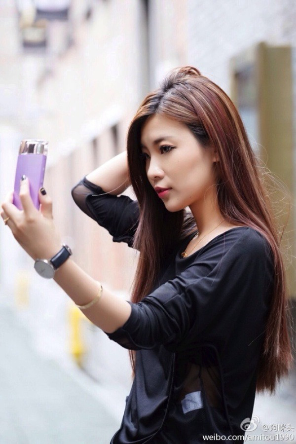 1408535277_sony-selfie-camera-perfume-bottle-5.jpg