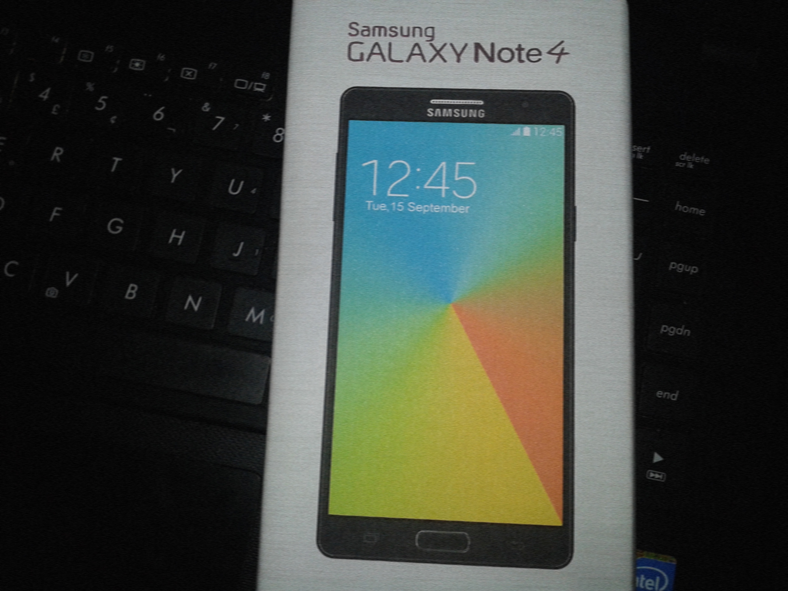 1409317124_alleged-image-of-the-galaxy-note-4s-retail-box.jpg