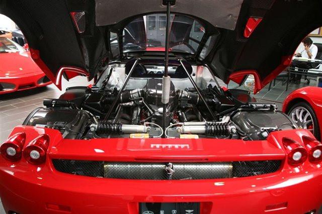 1409600331_ferrari-enzo-engine.jpg