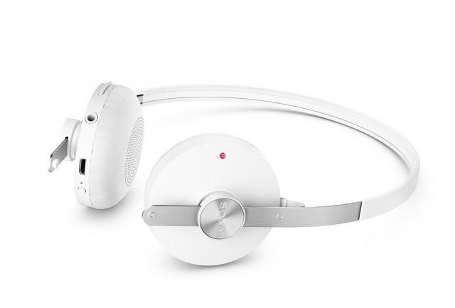 1411100601_sony-sbh60-stereo-bluetooth-headset4-640x433.jpg