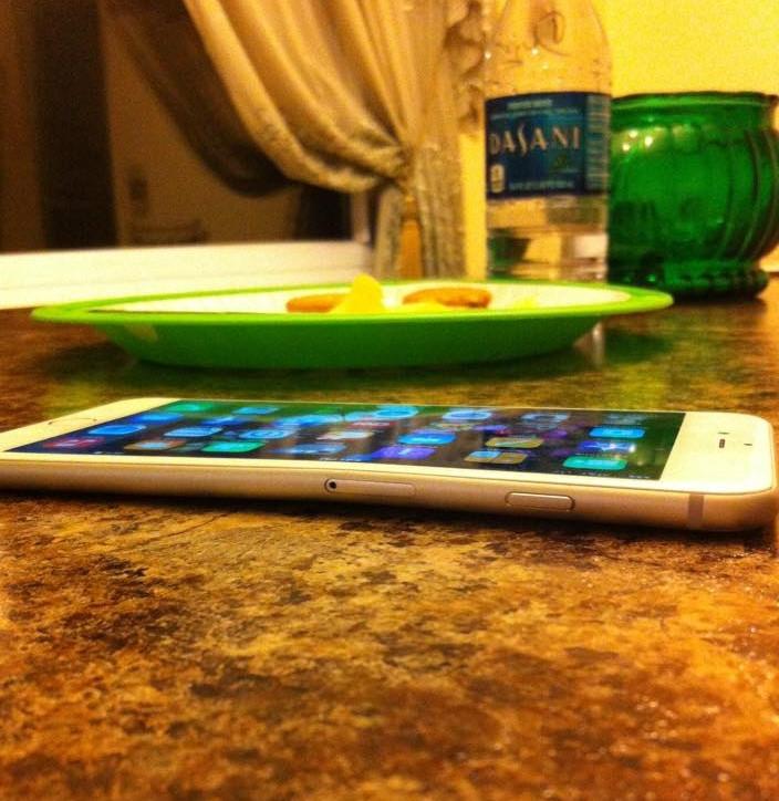 1411494087_apple-iphone-6-plus-bent-02.jpg