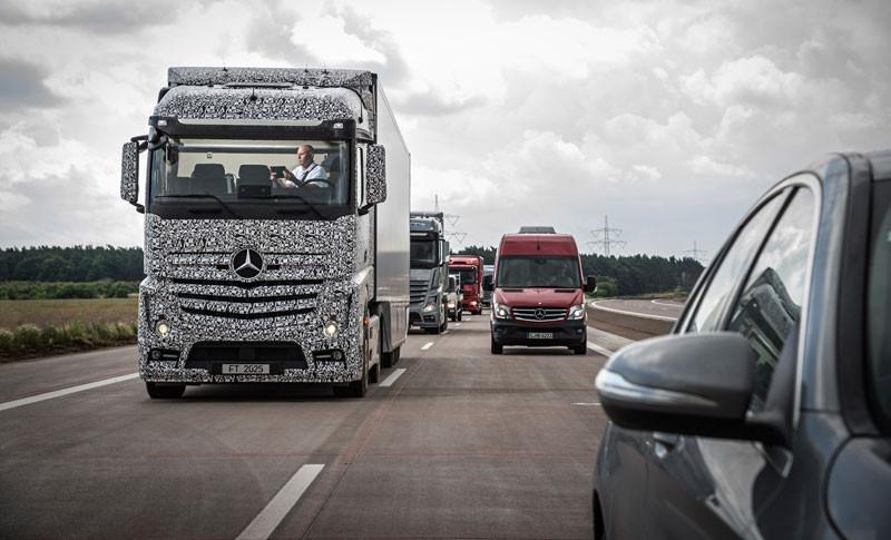 1412766850_mercedes-benz-future-truck-2025-4-1.jpg