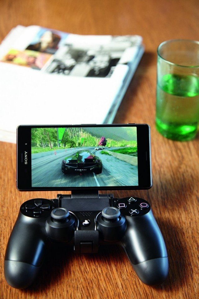 1413008888_sony-game-control-mount-gcm103-640x960.jpg