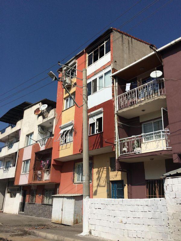 1413294230_sarj-aleti-evi-yakti-pencereden-atlayan-aycan-oldu-4871338.jpeg