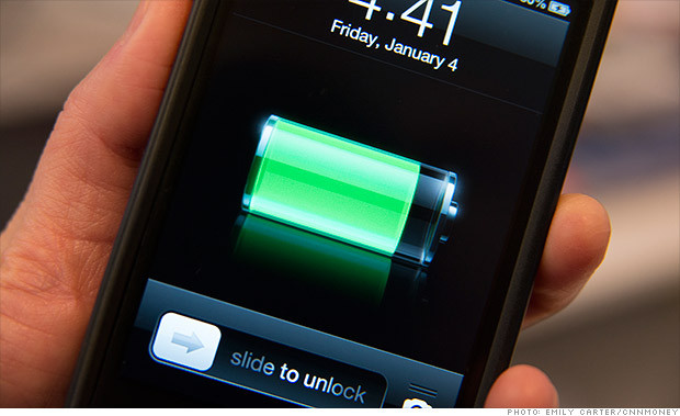 1413812835_checking-battery-life-on-an-unknown-smartphone.jpg