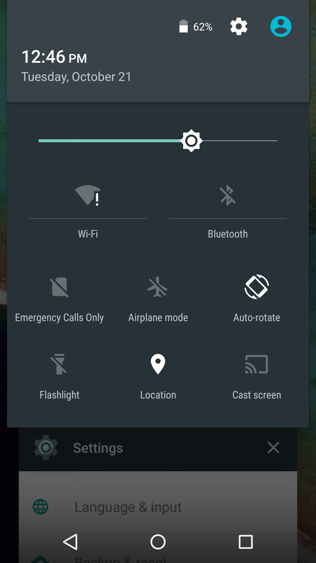 1413890171_new-toggles-in-the-pull-down-connectivity-menu-screen-cast-flashlight.jpg
