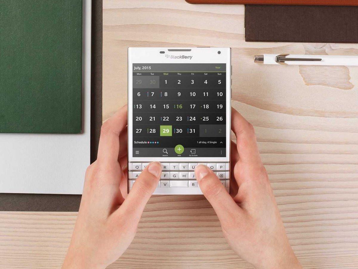 1414947969_15-blackberry-passport.jpg