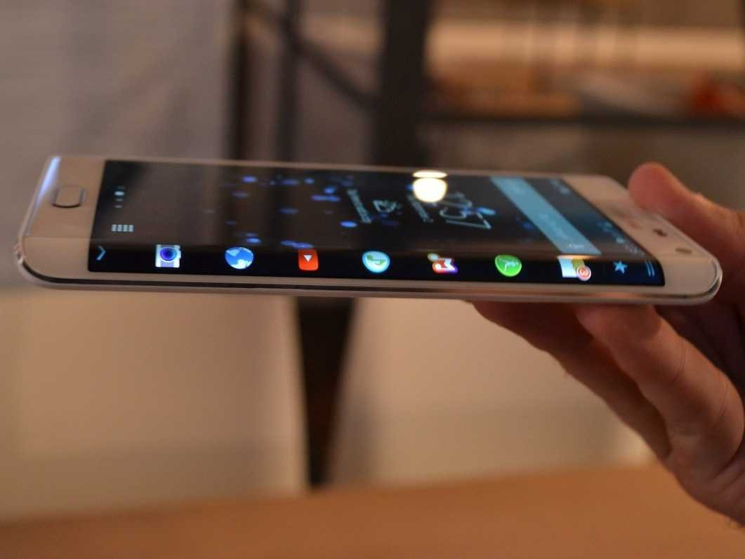 1414948678_bonus-samsungs-note-edge-has-a-curved-screen-and-will-launch-in-the-fall.jpg