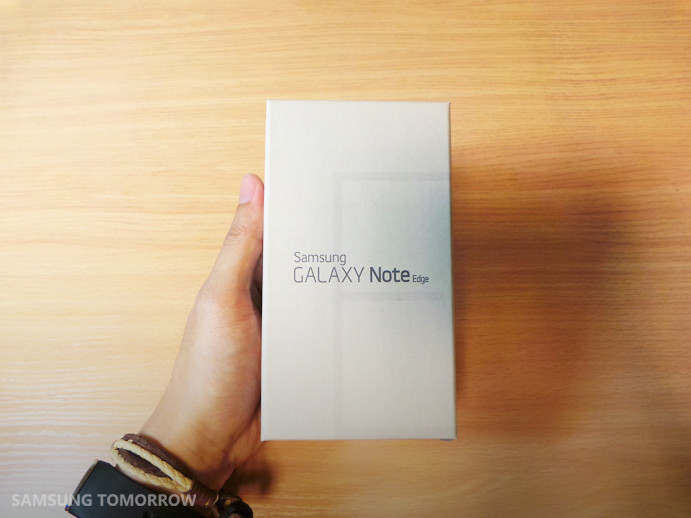 1415015585_galaxy-note-edge-unboxing.jpg