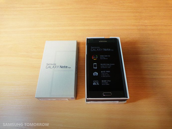 1415015593_galaxy-note-edge-unboxing-2.jpg