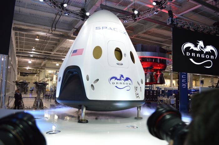 1415517857_spacex-dragon-v2.jpg