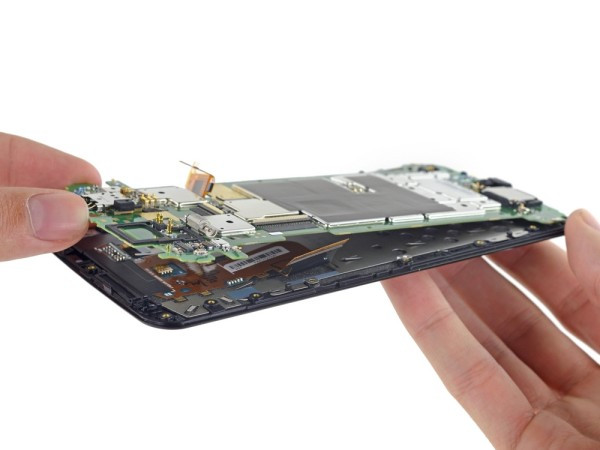 1416842633_google-nexus-6-disassembled-by-ifixit-13.jpg