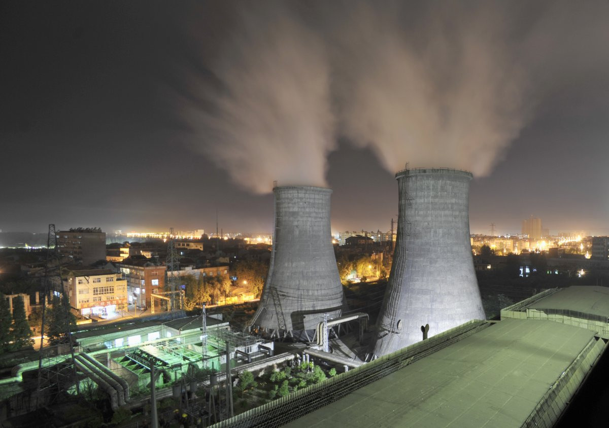 1417178809_china-whose-xiangfan-coal-burning-power-station-is-pictured-here-recently-struck-a-deal-with-us-to-cap-its-emissions-by-2030-while-the-us-will-cut-emissions-in-exchange-but.jpg