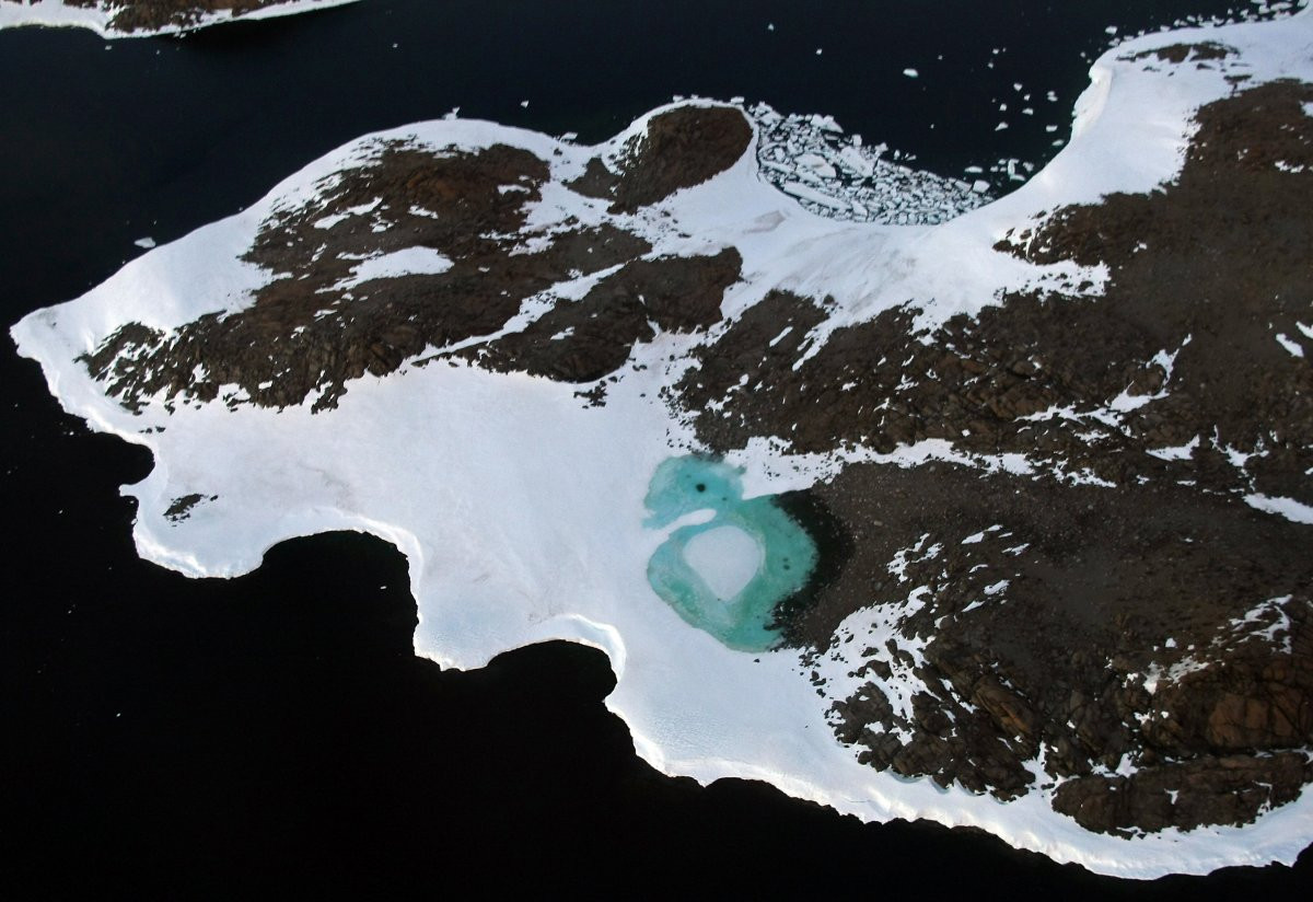 1417178840_for-many-people-the-first-thing-that-springs-to-mind-when-they-hear-the-phrase-global-warming-is-melting-polar-ice-like-the-melted-snow-forming-this-turquoise-lake-on-antar.jpg