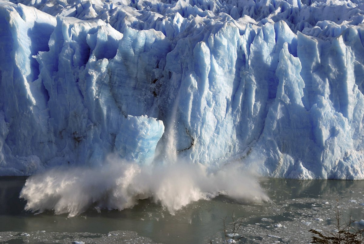 1417178854_glaciers-around-the-world-are-losing-ice-at-unprecedented-rates-thanks-to-rising-global-temperatures-here-the-perito-moreno-glacier-in-argentina-experiences-an-unexpected-r.jpg