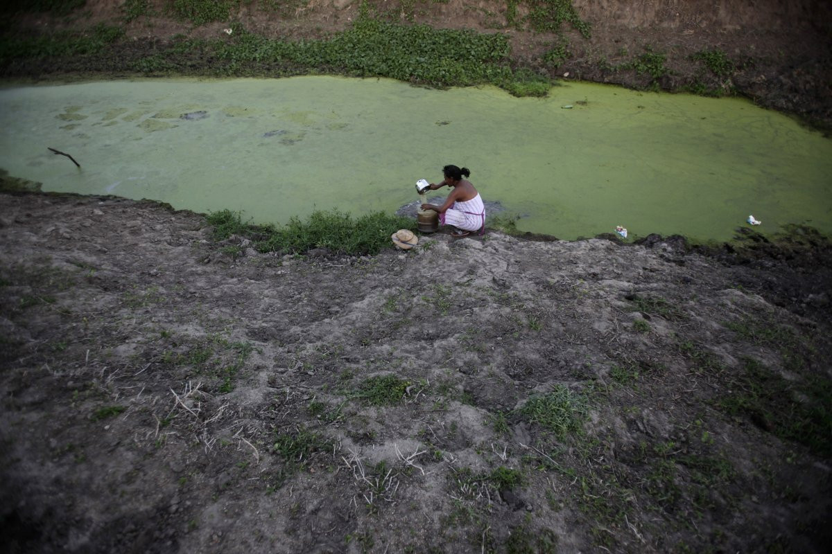 1417178868_in-2012-floods-ravaged-parts-of-the-brazilian-amazon-while-in-a-twist-of-fate-droughts-devastated-the-northeastern-part-of-the-country-here-a-woman-scoops-water-from-a-ne.jpg