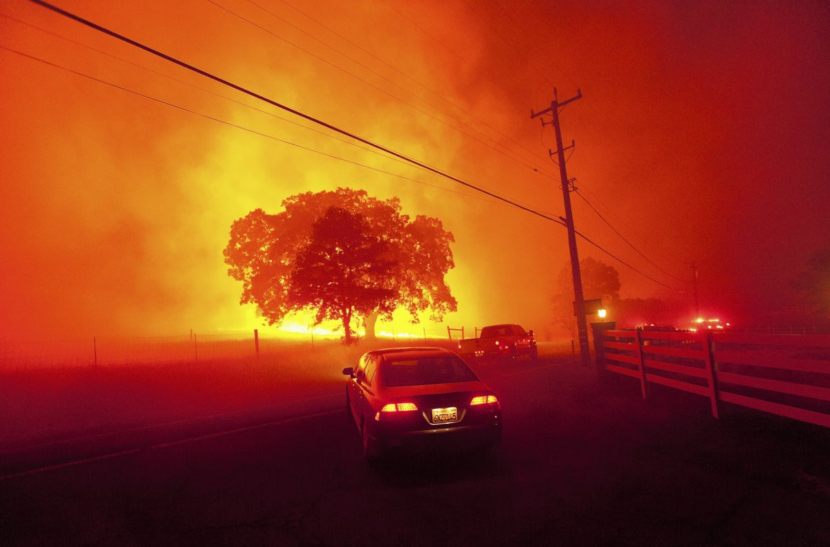 1417178908_other-warming-related-events-are-less-subtle-climate-scientists-predict-an-increase-in-wildfires-like-this-2013-blaze-near-clayton-california-as-temperatures-continue-to-ri.jpg