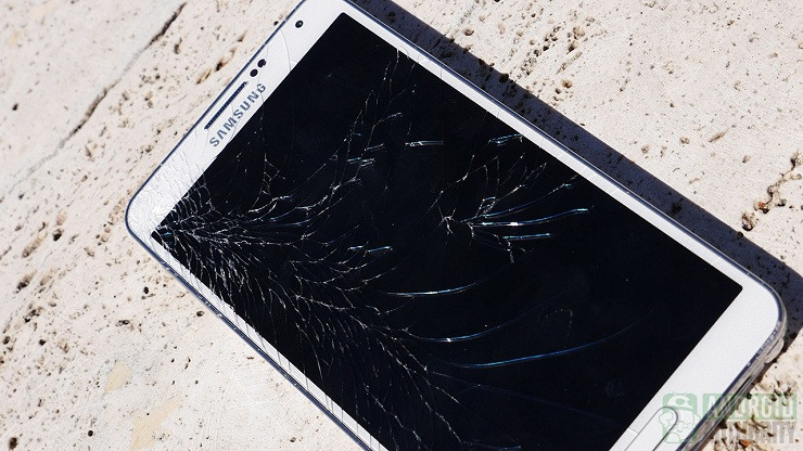 1418213474_samsung-galaxy-note-3-drop-test-cracked-screen-aa-2.jpg