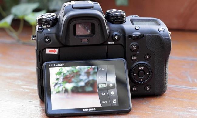 1421564034_samsung-nx1-11-1500x1000.jpg
