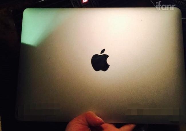 1422111836_macbookair12display3.jpg