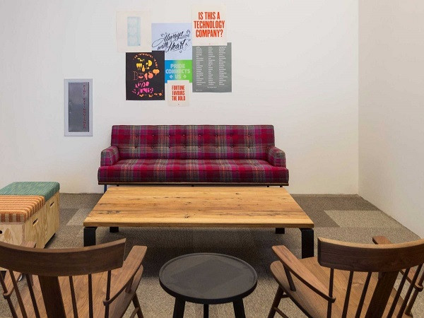 1427799583_many-of-the-seating-areas-have-a-rustic-feel-and-are-decorated-simply.jpg