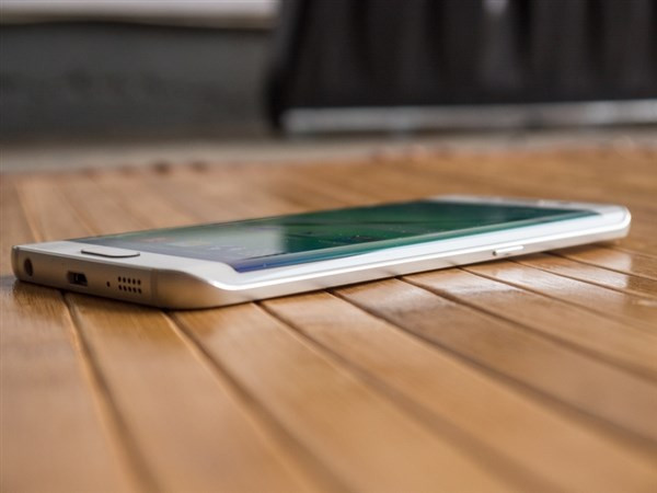 1428342080_galaxy-nbsps6-and-s6-edge-stress-test-videos-and-design-shots-10.jpg