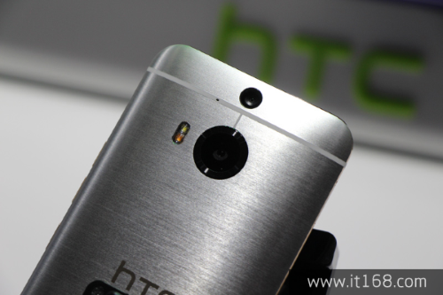 1428485888_htc-one-m9-plus-unveiling-images-1.jpg