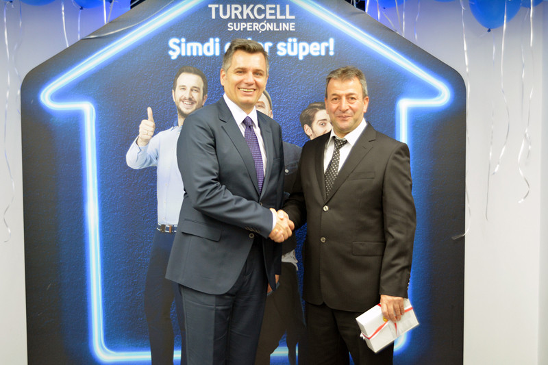 1428579394_turkcell-tv-plus100-bininci-musteri.jpg