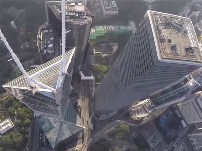 1428754350_look-at-hong-kongs-tallest-buildings-from-a-new-angle-in-this-drone-footage.jpg