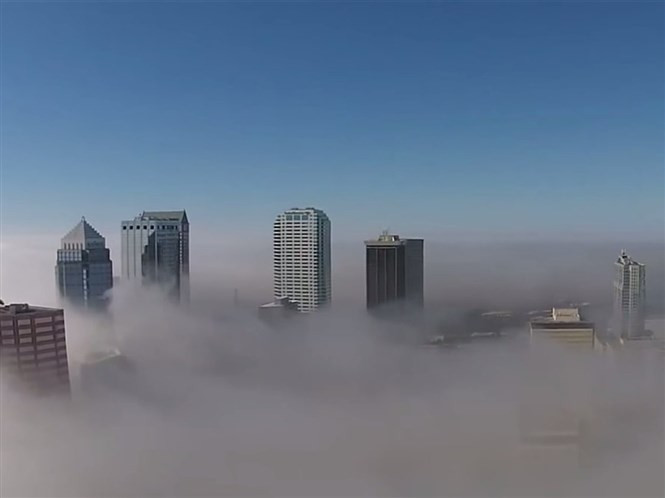 1428754436_jayson-hanes-recorded-this-stunning-footage-of-tampas-tallest-buildings-above-the-fog.jpg