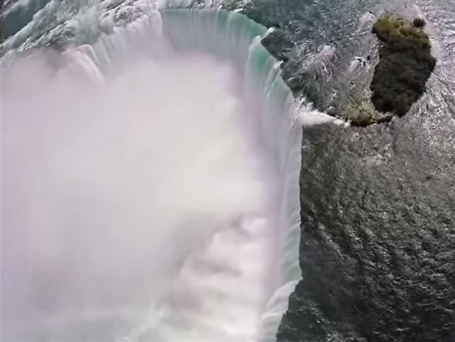 1428754491_filming-with-a-drone-above-niagara-falls-means-you-get-great-waterfall-shots.jpg