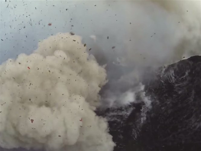 1428754518_shaun-ocallaghan-filmed-an-incredible-video-of-a-volcanic-explosion-in-vanuatu-surprisingly-no-drones-were-harmed-in-the-making-of-this-video.jpg