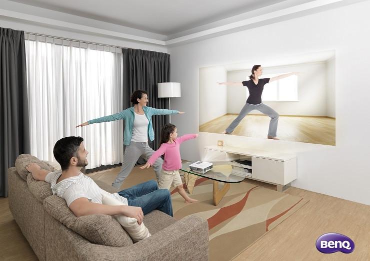 1429087911_livingroomprojectorcampaignscenariophotowotxrxshortthrow02.jpg