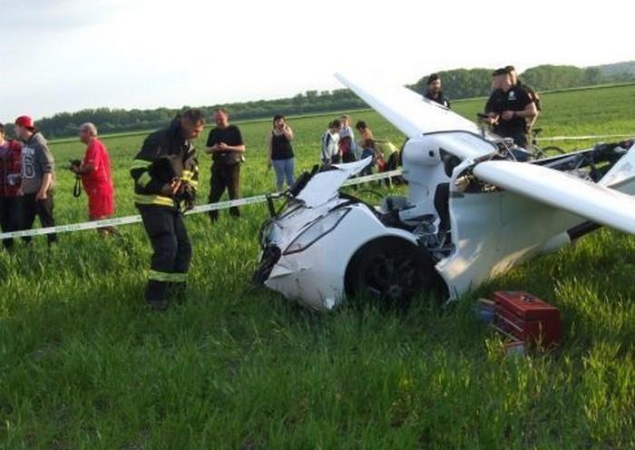 Uçan araba ilk test uçuşunda yere çakıldı!