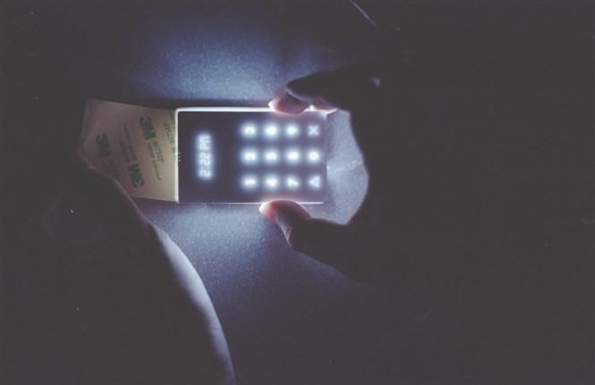 1432232195_the-light-phone-2.jpg