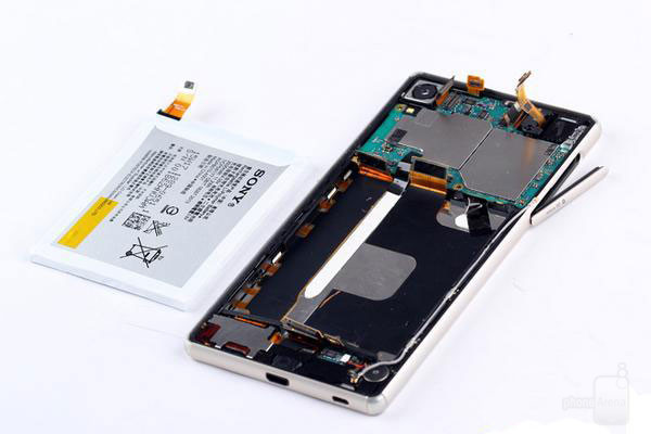 1435620675_sony-xperia-z3-z4-teardown.jpg