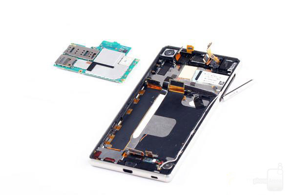 1435620695_sony-xperia-z3-z4-teardown-1.jpg