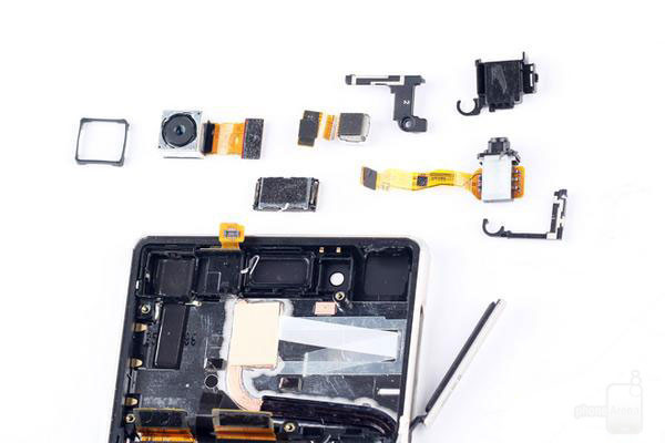 1435620708_sony-xperia-z3-z4-teardown-2.jpg
