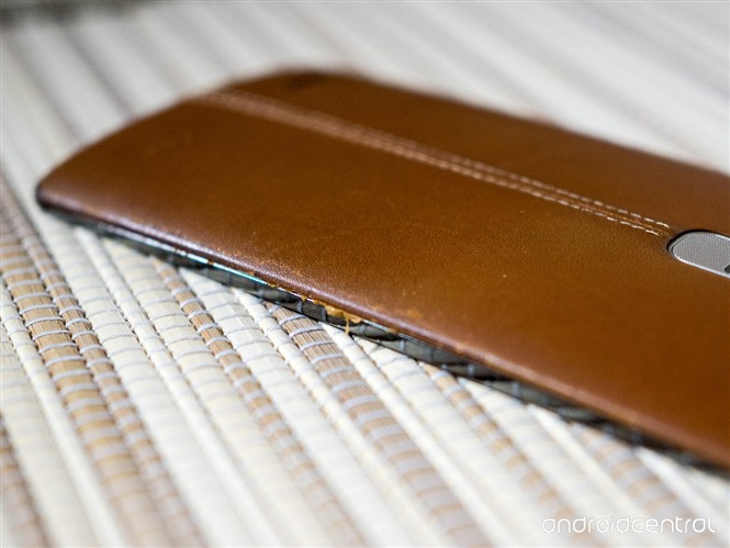 1439994112_lg-g4-leather-back-covers-after-some-use-2.jpg