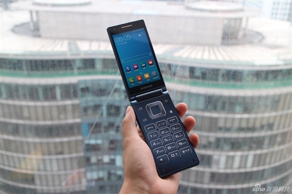 1441099742_samsung-sm-g9198-android-clamshell-3.jpg