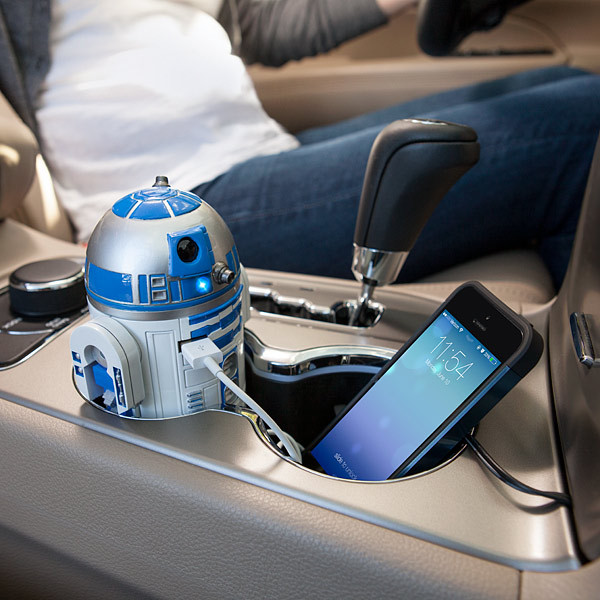 1442750322_r2d2-car-charger-fits-cup-holder.jpg
