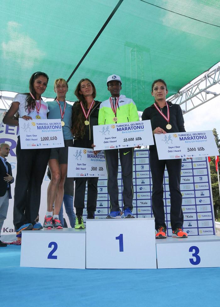 1443977810_turkcell-gelibolu-maratonu-odul-toreni42k-kadinlar-2.jpg
