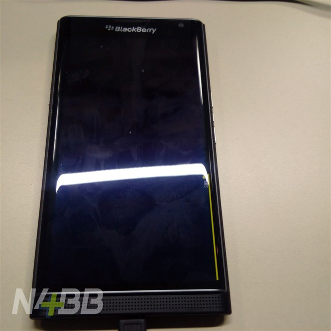 1444113938_blackberry-priv-leaked-hands-on-photos-plus-official-images-3.jpg